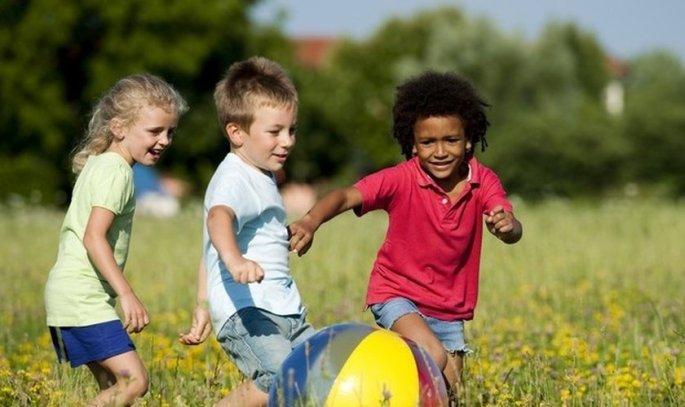 3231859613-criancas-brincando