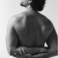 Bafho| Modelo Jesus Luz tira tudo e posa nu para projeto fotográfico
