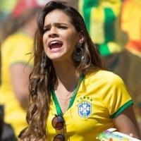 Bruna Marquezine desobedece a Fifa, bate o pé e quebra regras da Copa do Mundo