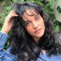 """Débora Nascimento é vista aos beijos com mulher: """"Tô solteira mesmo"""""""